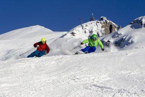 """Bei den """"Rent a Ski Instructor""""-Tagen in Engelberg können sich Kurzentschlossene für ein oder zwei Abfahrten wertvolle Profi-Tipps einholen. - Foto: Engelberg-Titlis / Oskar Enander"""