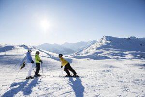Die verschneite Märchenlandschaft des nahe gelegenen, sonnenverwöhnten Skigebietes Rosskopf-Sterzig Skigebiets ist ein Muss für Aktiv-Urlauber.