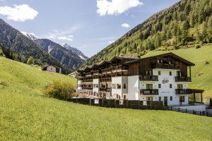 Ein attraktives Urlaubsziel: Südtirols traumhafte Bergwelt in Kombination mit dem familienfreundlichen Verwöhn- und Relaxangebot des Hotel Almina.