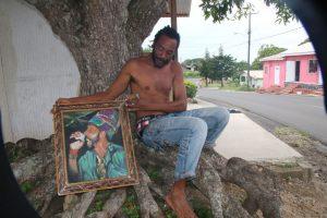 Reggae-Sänger Michael Makahash unterbricht für uns seine Rast unter dem Mangobaum.