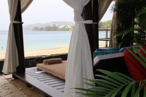 Im Hotel Sandals Regency La Toc laden lauschige Plätzchen am Strand zum träumen und relaxen ein.