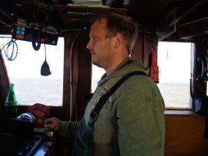 Kapitän Martin Sievers hat alles im Griff. - Foto: Dieter Warnick
