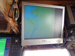 Ohne hochmoderne Navigationgeräte geht es auch auf dem einfachsten Krabbenkutter nicht mehr. - Foto: Dieter Warnick