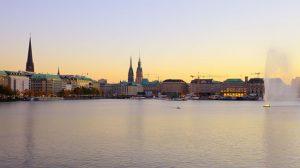 Traumhafte Stimmung - die Innenalster in Hamburg.