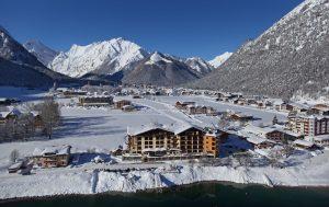 Das Hotel bildet eine Symbiose mit dem Bergpanorama rund um den Achensee. – Foto: Hotel Post am See