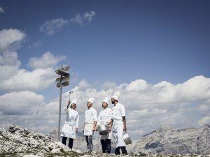 Sterneköche kredenzen in Alta Badia den gesamten Sommer lang auf den Berghütten entlang der Waderwege im Gadertal schmackhafte Gourmet-Gerichte. - Foto: André Schoenherr