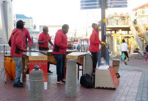 Nicht nur die zahlreichen Geschäfte im V&A Viertel sind verlockend, sondern auch die vielen Musiker und Straßenkünstler machen es zu einem Anziehungspunkt.