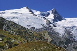 """Im Rahmen der Hochtour """"Venedigerkrone"""" können an einem Tag fünf Dreitausender bestiegen werden, darunter auch der Großvenediger. - Foto: TVB Osttirol"""