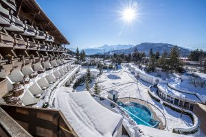 Außenfassade bei strahlender Wintersonne. - Foto: Krumers Alpin Resort & SPA