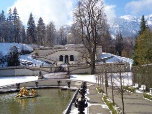 Der Park rund um Schloss Linderhof ist großzügig angelegt. - Foto: Dieter Warnick