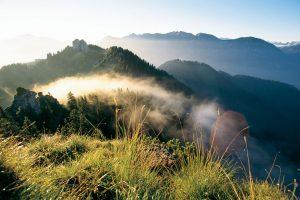 Morgenstimmung im Ammergauer Land. - Foto: Oberammergau Tourismus