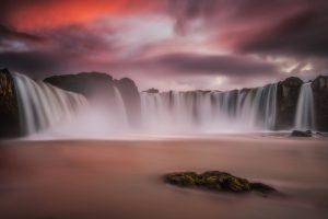 In Island gibt es viele spektakuläre Wasserfälle. Foto: Guide to Iceland