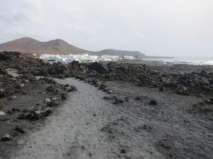 Lanzarote ist bekannt für seine Lavastrände.