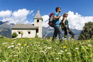 Zu den Algunder Wandertagen gesellt sich auch Hans Kammerlander. - Foto: Helmuth Rier