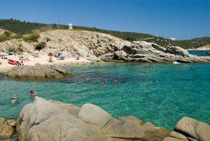 Der Sarti-Beach ist ein Hotspot für Wassersportler. - Foto: Mouzenidis Travel