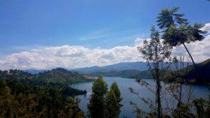 Der Blick von der Terasse der Pension Home Saint Jean auf den Kivu-See.