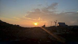 Der Tag kommt unterhalb vom Mont Viso.