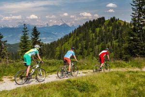 26 Touren mit über 2800 Kilometern Gesamtlänge und fast 38 000 Höhenmetern machen Sankt Johann-Alpendorf zur größten Straßen- und E-Radregion Österreichs. - Foto: Tourismusregion Sankt Johann-Alpendorf