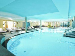 Sporthotel: Das Schwimmbad.
