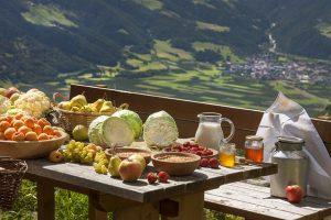 """Palabirne, Äpfel oder Kraut – im Mittelpunkt der """"Vinschger Herbstauslese"""" steht, was die Natur zu dieser Jahreszeit zu bieten hat. - Foto: Vinschgau Marketing / Frieder Blickle"""
