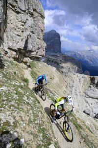 Steile Aufstige und rasante Talfahrten: Cortina d'Ampezzo lockt mit abwechlungsreichen Routen, bei denen Mountainbiker mit dem Panorama auf die UNESCO-Dolomiten belohnt werden. - Foto: Cortina Marketing