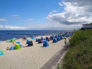 Alles blau – Himmel, Wasser, Strandkörbe. - Foto: Dieter Warnick