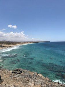 In El Cotillo treffen schroffe Steilküsten auf einsame Sandstrände. - Foto: zyk.jpg