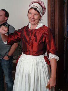 Im Schloss Weikersheim gibt es einige kurzweilige Themenführungen. Hier erklärt Friederike Zöllnerin, die Kammerzofe von Fürstin Elisabeth Friedericke Sophie von Oettingen-Oettingen (1691–1758), die Gattin von Carl Ludwig (1674 - 1756), dem Grafen von Hohenlohe-Weikersheim, wie es am Hofe zuging.