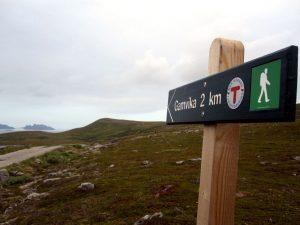 Nur noch zwei Kilometer: Gamvika liegt an der Küste der Barentssee in der Osthälfte der Halbinsel Nordkyn. Mit dem Kap Kinnarodden liegt der nördlichste Punkt Kontinentaleuropas auf dem Kommunegebiet. Bis zum Jahr 2000 war Gamvika der nördlichste Anlegepunkt der Hurtigruten.