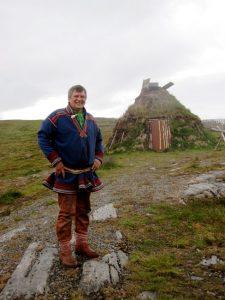Ein Norweger in landestypischer Kleidung