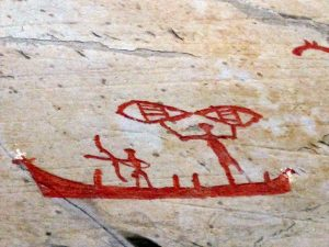 Immer wieder trifft der Wanderer auf gut erhaltene Felszeichnungen.
