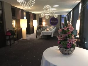 """Stilvolles Ambiente und Michelin-Stern-gekrönte Küche bietet das Gourmetrestaurant """"Aubergine""""."""