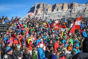 Zuschauer beim Ski-Weltcup Alta Badia erleben die Pistenstars live. - Foto: Freddy Planinschek
