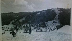 Im Januar 1947 wurde der erste Sessellift in der Wildschönau eröffnet. Er führte von Niederau auf das Markbachjoch. - Foto: Gemeindearchiv Wildschönau