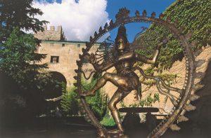 Eine einmalige Tibetica-Sammlung ist auf Schloss Juval zu sehen. - Foto: MMM / Tappeiner