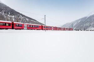 Die Alvra-Gliederzüge sind die modernsten und funktionsreichsten Personenwagen der Flotte der Rhätischen Bahn. - Foto: RhätischeBahn / Andrea Badrutt
