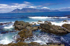 Blick von Robben Island auf Kapstadt.