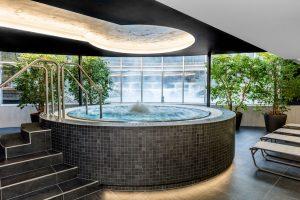 Im Warmbaderhof wurde zuletzt ein neuer Whirlpool errichtet und die finnische Sauna erneuert. - Foto: Hotel Warmbaderhof