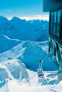 Moderne Gondeln bringen die Skifahrer ins Skigebiet.