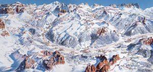 Diese Tafel des Skigebiets veranschaulicht die zahlreichen Möglichkeiten, die auf die Skifahrer warten.