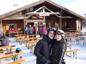 Die Kalcher Alm auf den sonnigen Hängen direkt unter dem Jaufenpass ist das ideale Ziel für Skifahrer und Wanderer.