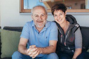 Immer um das Wohl ihrer Gäste bemüht: Franz und Karin Pacheiner. - Foto: Alpinhotel Pacheiner
