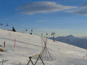 Wenn die Lifte noch still stehen, können sich die Skifahrer direkt auf die Piste begeben. - Foto: Dieter Warnick