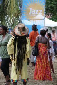 Tobago liegt Musik: Das Jazzfestival am Parlatuvier Beach im Frühjahr lockt Musikliebhaber aus vielen Lädern an. Gefeiert wird gern auf Tobago, irgendein Festival scheint immer gerade stattzufinden - Carnival, Food Festival, Herbstfest, Drachenbootfestival, Fisherman's Festival, Goat and Crab Race, Heritage Festival.