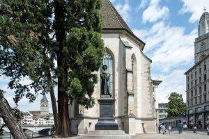 Das Zwingli-Denkmal bei der Wasserkirche. - Foto: Zürich Tourismus