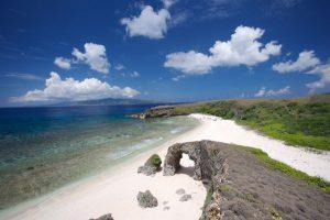 Von allen Stränden an der Küste von Sabtang Island ist der Morong Beach wohl der bekannteste. Der Strand wird auch allgemein als Nakabuang Beach bezeichnet. - Foto: Philippine Department of Tourism