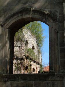 """Das Kloster Gerode in Sonnenstein ist ein ehemaliges Benediktinerkloster, das heute zum """"Weg der Mitte"""", einem Gesundheits-, Ausbildungs- und Kulturzentrum gehört. Auf dem weitläufigen Gelände gibt es Gästezimmer, ein Klostercafé und einen Heilpflanzengarten. – Foto: Dieter Warnick"""
