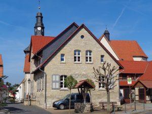 Die Dörfer und Gemeinden im Eichsfeld haben sich seit der Wende richtiggehend herausgeputzt; hier ein Schnappschuss aus Jützenbach. – Foto: Dieter Warnick