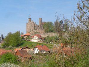 Die Burg Hanstein in Bornhagen gilt als die schönste Burgruine in Mitteldeutschland und prägt mit seiner unverkennbaren Silhouette das Bild des Eichfeldes. – Foto: Dieter Warnick