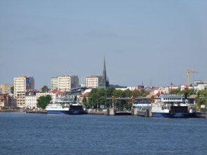 Blick vom Hafengelände auf die Skyline mit der Christius-Kirche. - Foto: Dieter Warnick